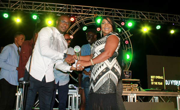DJ Vyrusky receiving his award